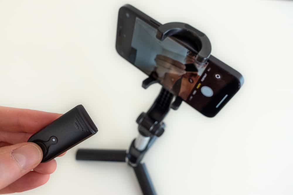 Erligpowht Selfie Stick paired via Bluetooth with an iPhone
